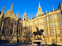 Europe, UK, England, London, Richard II statue and Parliament (2008)