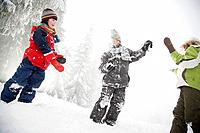 Children playing in the snow (thumbnail)