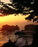 Sunset on Arch Rock. Pacific Ocean. Oregon coast. Samuel H. Boardman State Park. Coos County. Oregon. USA