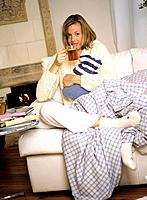 Woman with hot_water bottle _ drinking tea