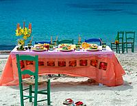 Table setting at the beach _ holiday feeling