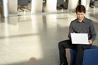 Businessman using a laptop (thumbnail)