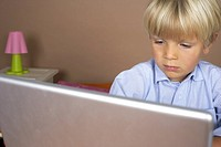 Boy 4_5 Years using a laptop