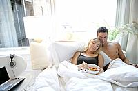 Young couple having breakfast in bed (thumbnail)