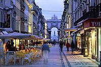 Rua Augusta mit Triumphbogen, am Praca do Comercio _ Baixa Lissabon _ Portugal _ Europa