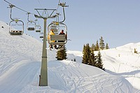 Two men on a ski lift (thumbnail)
