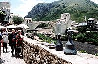 Stari Most, Old Bridge, following reconstruction, tourists and Neretva River, Mostar, Bosnia Herzegovina, Former Yugoslavia Date: 02 04 2008 Ref: ZB36...