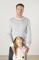 Girl looking up to father (thumbnail)