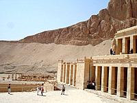 egypt people visiting deir temple building