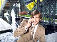 Germany, Baden_Württemberg, Stuttgart, Young businessman using mobile phone