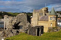 Aberystwyth, Castle ruins, 1277, by Edward Ist, University College, 1865, Victorian style building, Ceredigion, Wales, UK