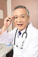 Doctor wearing glasses (thumbnail)