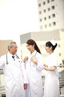 Doctor and nurse having a chat (thumbnail)