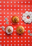 Cupcakes decorated with gingerbread men