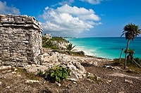 Ruins of a castle at the seaside, Zona Arqueologica De Tulum, Cancun, Quintana Roo, Mexico