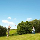 Couple playing frisbee (thumbnail)