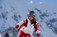 Austria, Salzburger Land, Altenmarkt_ Zauchensee, Young woman skiing
