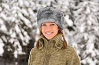Austria, Salzburger Land, Altenmarkt, Young woman in snowscape, smiling