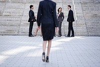 Germany, Baden_Württemberg, Stuttgart, Businesswoman walking, businesspeople in the foreground