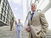 Germany, Baden_Württemberg, Stuttgart, Businesspeople standing on steps