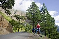 Spain, The Canary Islands, La Palma, Woman with mountain bike