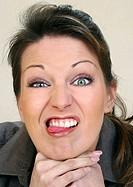 Girl steckt Zunge raus