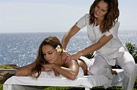Massage on the lawn facing the sea