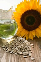 Shelled sunflower seeds, sunflower oil and sunflower (thumbnail)