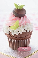 Cupcake for Valentine´s Day on chocolate box