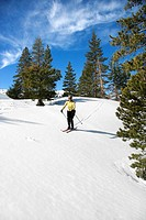 Woman cross_country skiing