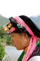 China, Sichuan, portrait of a Tibetan woman