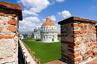 Baptistery and 'duomo' (cathedral), Piazza dei Miracoli, UNESCO World Heritage Site, Pisa, Tuscany, Italy