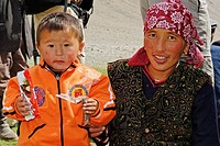 Kazakhstani, mongolian mother with child, Aimak Bayan Ulgi, Altai, Mongolia, Asia