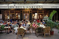 ´Les Deux Garçons´ outdoor café, Cours Mirabeau, Aix-en-Provence. Bouches-du-Rhône, France
