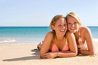 Teenage girls posing on beach (thumbnail)