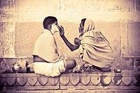 Varanasi, India, Men shaving