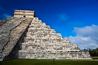 Low angle view of a pyramid, Chichen Itza, Yucatan, Mexico (thumbnail)