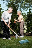Senior couple gardening together (thumbnail)
