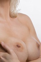 Mid section view of a naked young woman (thumbnail)