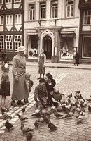 Feeding pigeons in Germany before WW 2 1930s