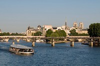 River Seine and Ile de la Cite, Paris, France, Europe