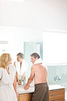 Couple in bathroom (thumbnail)