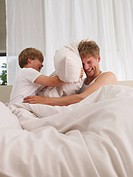 father and son´s pillow fight