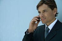 Close_up of businessman using cell phone, head and shoulders