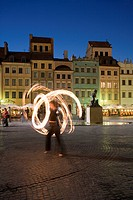 Street performers in front of houses, restaurants and cafes at dusk, Old Town Square Rynek Stare Miasto, UNESCO World Heritage Site, Warsaw, Poland, E...