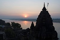 View of the Shiva Temple with the Narmada river in background, Maheshwar, Madhya Pradesh, India
