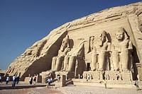Abu Simbeltemplet Söder Om Assuan, Byggt Av Farao Ramses II Som Minne Över Honom Och En Av Hans Fruar, Drottning Nefertari, 3.500 År Gammalt, Tourists...