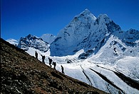 Vandrare I Nepal, Tourists Climbing Mountain