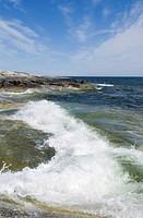 Vågor Och Klippor På Huvudskär, Stockholms skärgård Wave Surfing In Beach, Stockholm Archipelago