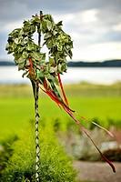 En Lövad Krans Med Snören Uppsatt På En Stång, Leafy Wreath On Pole